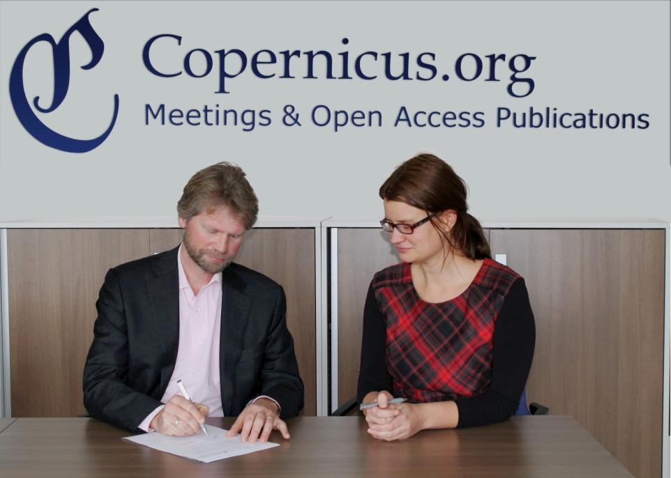 Just de Leeuwe (Product Manager, TU Delft) and Xenia van Edig (Business Development, Copernicus Publications)